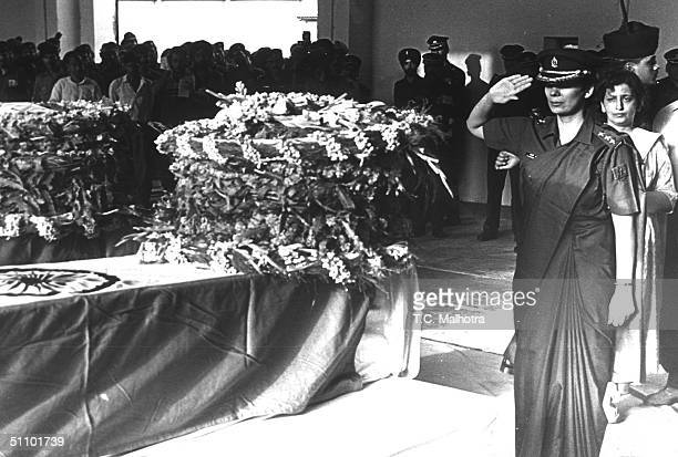 Captain Jayashree Salutes June 161999 In New Delhi To The Body Of Her Husband Major Vivek Gupta Who Lost His Lives Fighting Islamic Infiltrators In...
