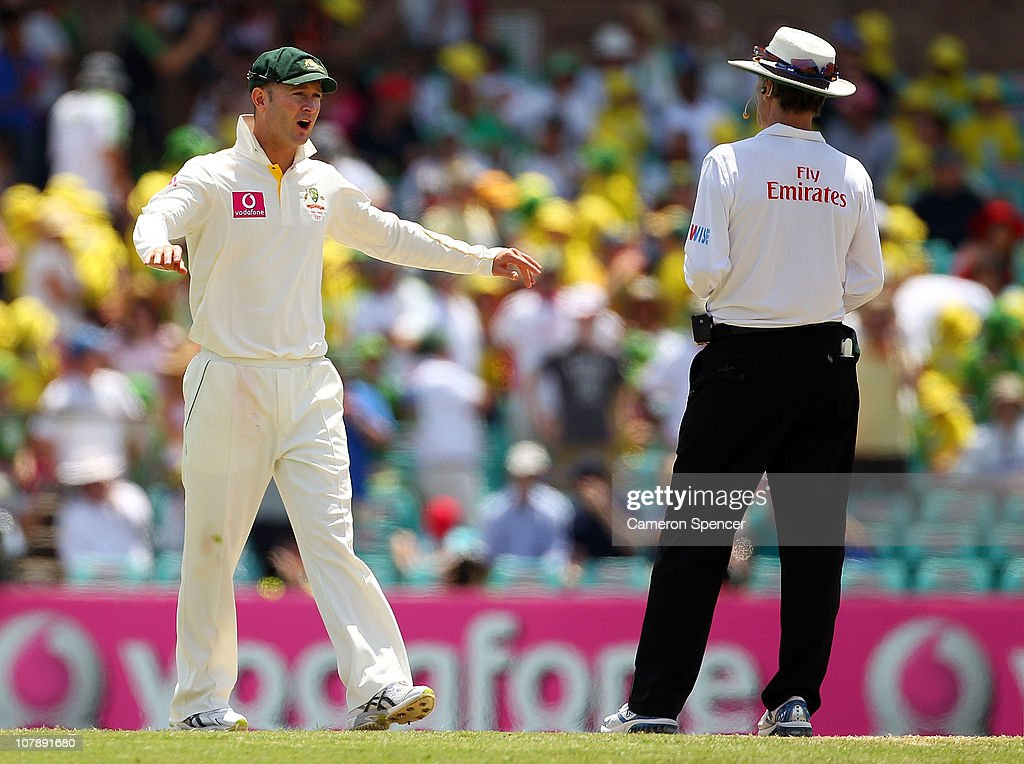 Captain <a gi-track='captionPersonalityLinkClicked' href=/galleries/search?phrase=Michael+Clarke+-+Cricket+Player&family=editorial&specificpeople=175853 ng-click='$event.stopPropagation()'>Michael Clarke</a> speaks with umpire <a gi-track='captionPersonalityLinkClicked' href=/galleries/search?phrase=Billy+Bowden&family=editorial&specificpeople=228578 ng-click='$event.stopPropagation()'>Billy Bowden</a> as a wicket was referred during day four of the Fifth Ashes Test match between Australia and England at Sydney Cricket Ground on January 6, 2011 in Sydney, Australia.
