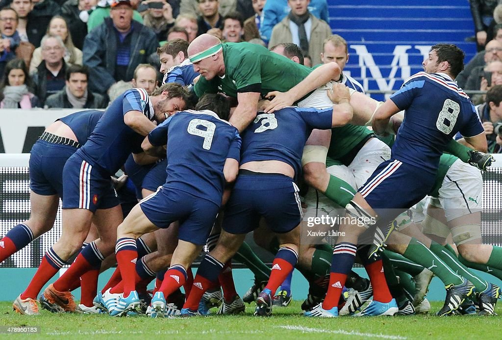 Captain Paul O'Connell jump on the scrum during the RBS 6 Nations match between France and Ireland at Stade de France on march 15, 2014 in Paris, France.