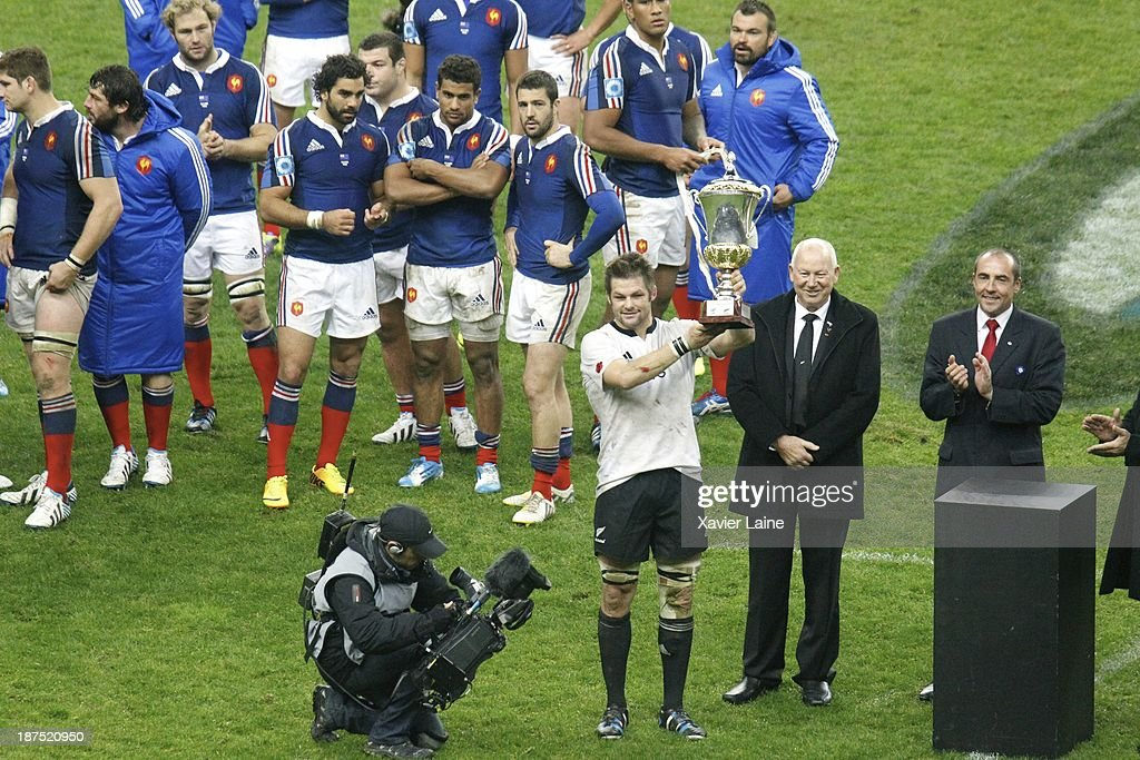 Captain Richie McCaw of New Zealand raising the cup after the international test match between France and the New Zealand All Blacks at Stade de France on November 9, 2013 in Paris, France.