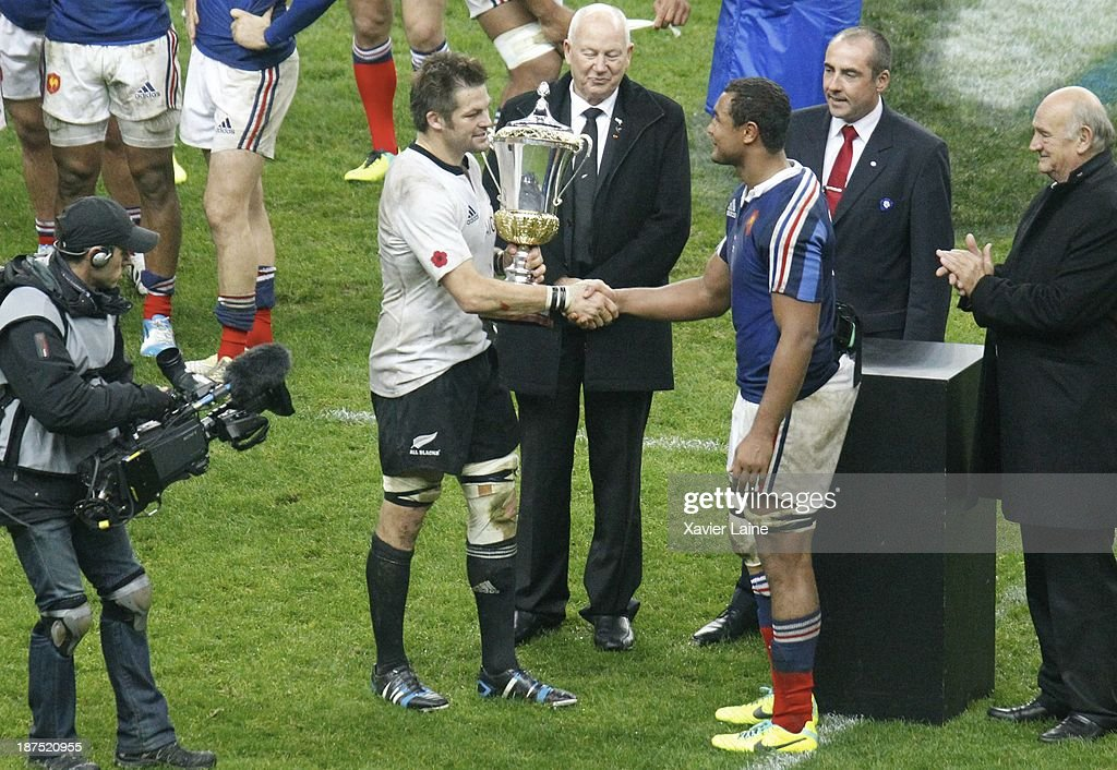 Captain Richie McCaw of New Zealand with the cup and Captain Thierry Dusautoir of France after the international test match between France and the New Zealand All Blacks at Stade de France on November 9, 2013 in Paris, France.