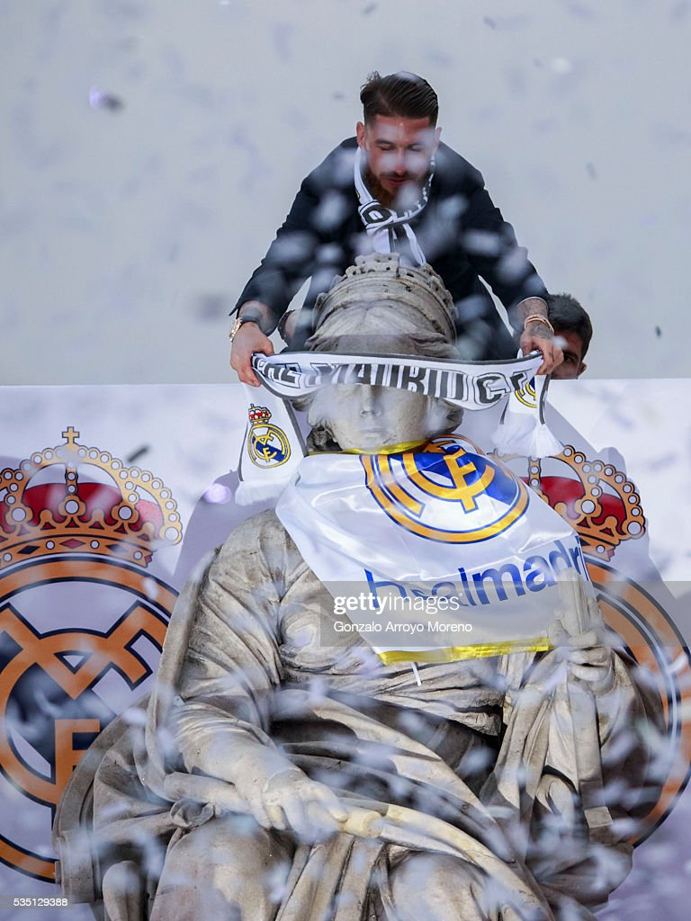 Captain Sergio Ramos of Real Madrid places a Real Madrid scarf at Cibeles statue during their team celebration after winning the Uefa Champions League Final match against Club Atletico de Madrid on May 29, 2016 in Madrid, Spain.