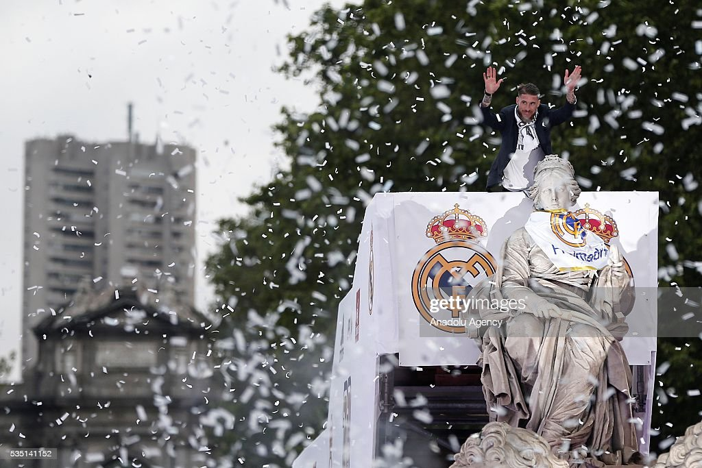 Captain Sergio Ramos of Real Madrid places a Real Madrid scarf at Cibeles statue during their team celebration at Cibeles Square after winning the UEFA Champions League Final match against Club Atletico de Madrid on May 29, 2016 in Madrid, Spain.
