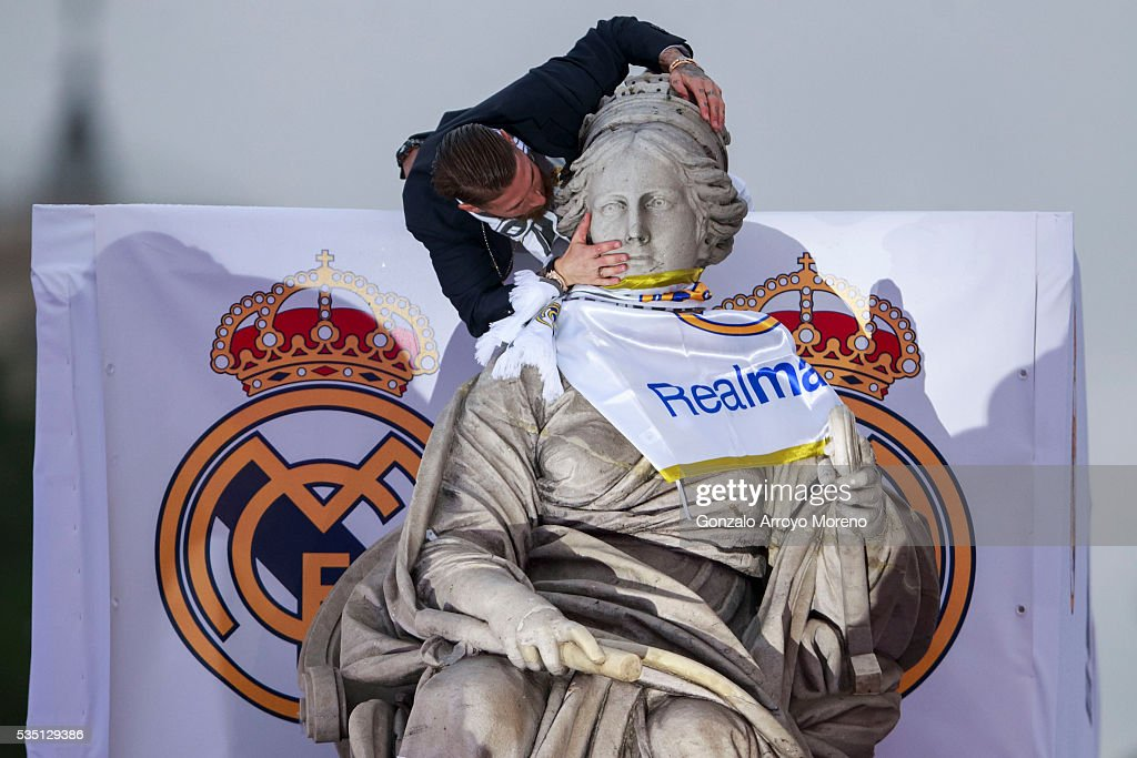 Captain Sergio Ramos of Real Madrid touches Cibeles statue during their team celebration at Cibeles Square after winning the Uefa Champions League Final match against Club Atletico de Madrid on May 29, 2016 in Madrid, Spain.