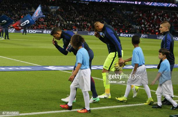 Captain Thiago Silva and Alphonse Areola of PSG pray before the French Cup SemiFinal match between Paris SaintGermain and As Monaco at Parc des...