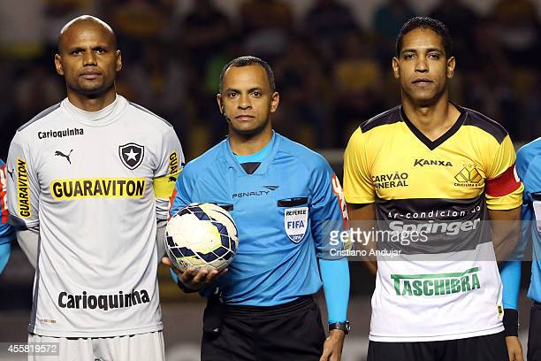 Captains Jefferson of Botafogo and Cleber Santana of Criciuma poses for a photo with Referee Wilton Pereira Sampaio prior a match between Criciuma...