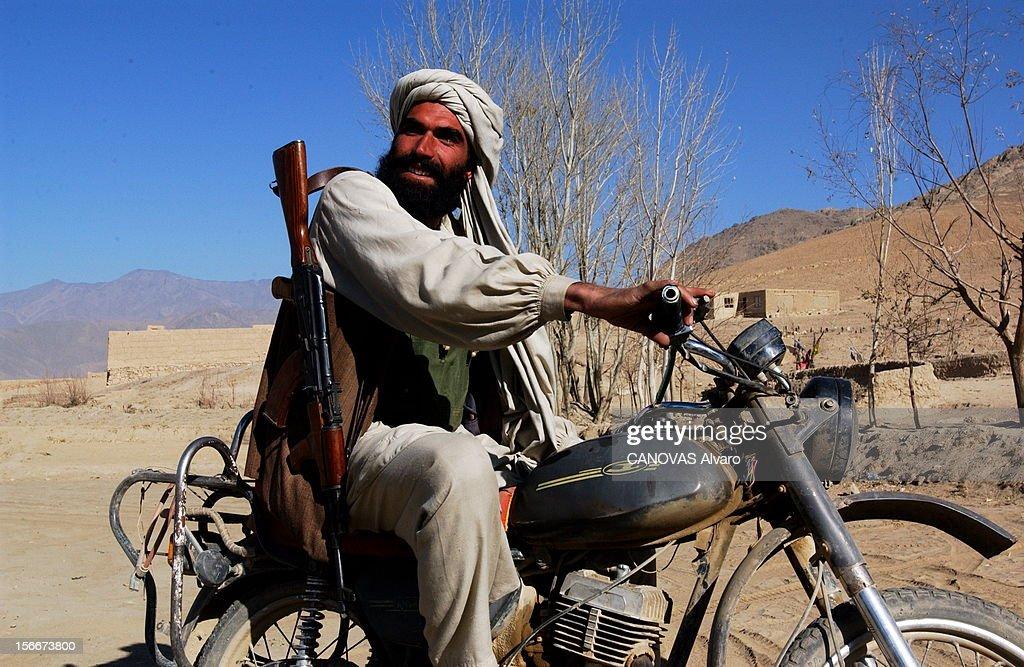 Capture Of The City Of Maidan Shar By The Northern Alliance Forces La milice talibanne du village de Ziolat près de MAIDAN SHAR décide de rallier...