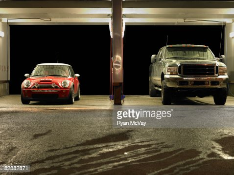 Car at truck next to each other at Car Wash : Stockfoto
