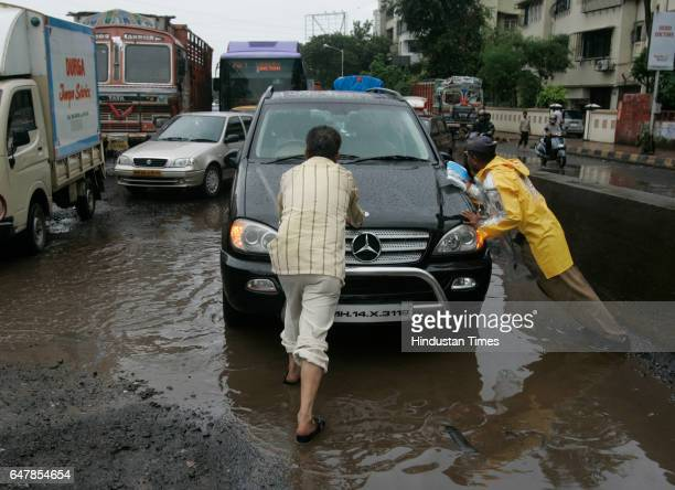 A car breaks down at the foot of Sion bridge A traffic police constable and a passerby help the car to pull over and ease taffic on Monday