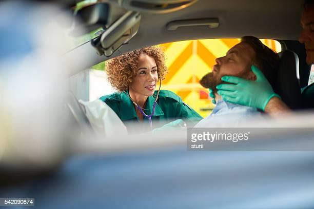 accidente de coche técnico en urgencias médicas