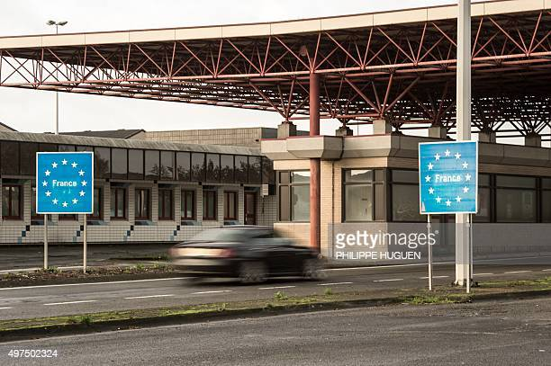A car crosses the border post on Callicanes near Godewaersvelde without control on November 17 2015 AFP PHOTO PHILIPPE HUGUEN