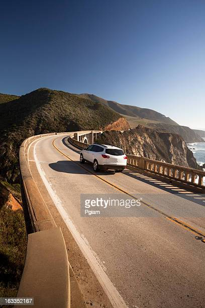 De traverser le pont de Bixby, Big Sur, Californie, États-Unis