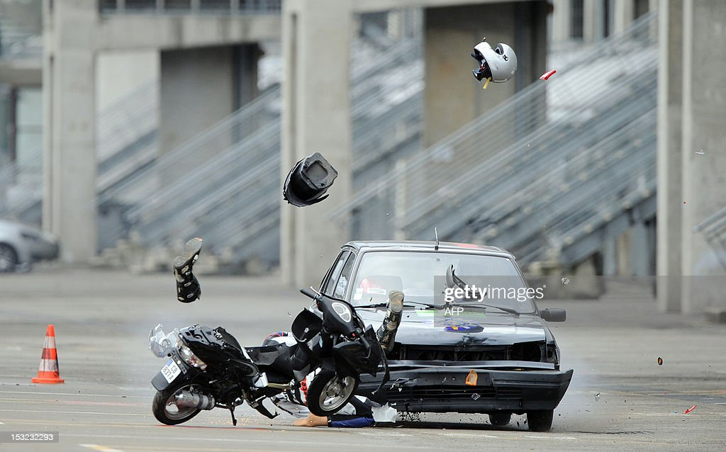 A car driving at 70 km/h hits a dummy on a scooter, on October 2, 2012 in Le Mans, during a crash test organized to raise awareness of high school students of the risks of road traffic.