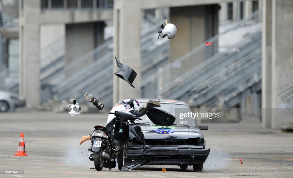 A car driving at 70 km/h hits a dummy on a scooter, on October 2, 2012 in Le Mans, during a crash test organized to raise awareness of high school students of the risks of road traffic. AFP PHOTO / JEAN-FRANCOIS MONIER