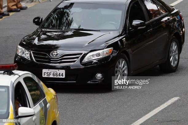 A car driving Brazil's former president Luiz Inacio Lula da Silva arrives at a Federal Justice Court in Curitiba Brazil for a hearing with senior...