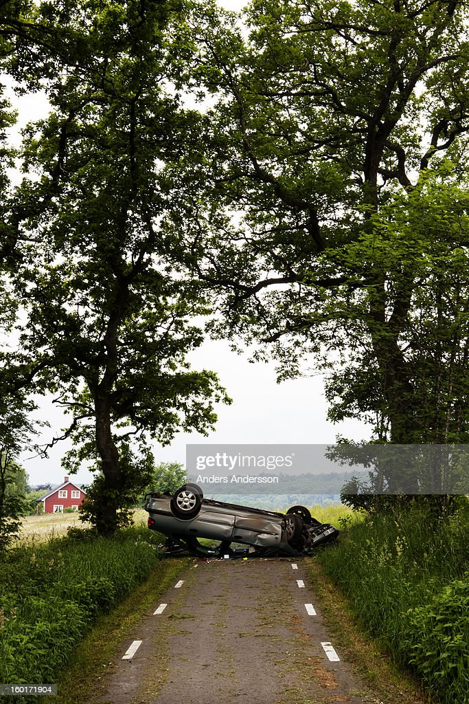 CONTENT] A car laying on its roof on a bicyle road outside Halmstad, Sweden. Shot in late june 2010. No other information available on injuries, cause or such.