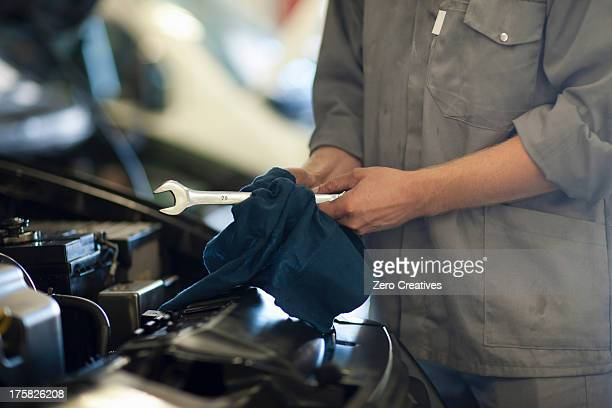 Car mechanic on completion of job