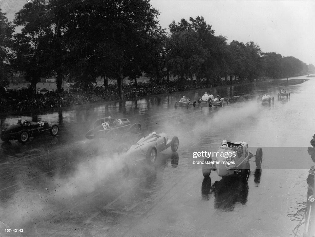 Car racing on the AVUS. Berlin. About 1935. Photograph. (Photo by Imagno/Getty Images) Autorennen auf der AVUS. Berlin. Um 1935. Photographie. .