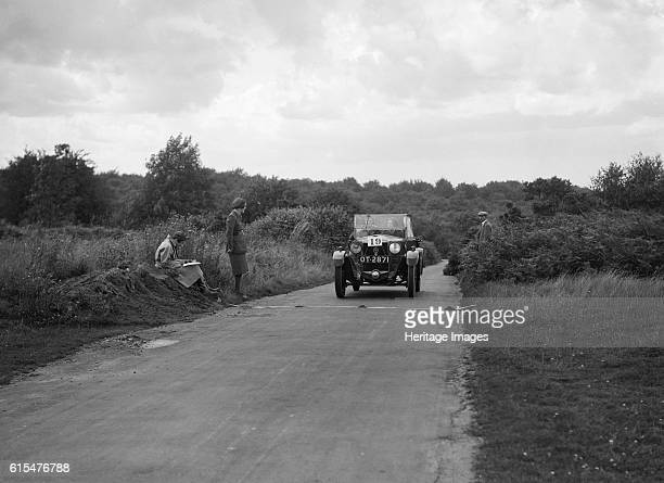 Car taking part in a First Aid Nursing Yeomanry trial or rally 1931 Unidentified car c 1927 Vehicle Reg No OT2871 Event Entry No 19 same car as p/568...