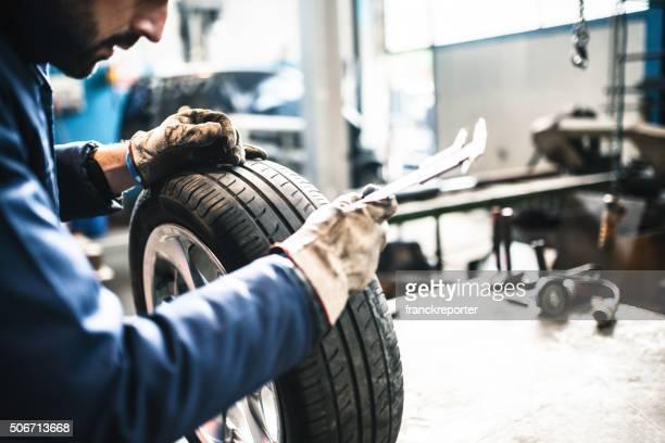 Auto Reifen repairmen mit Art