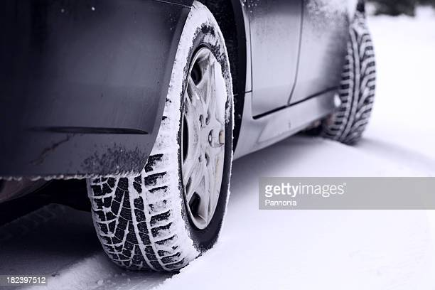 Auto Reifen im Schnee