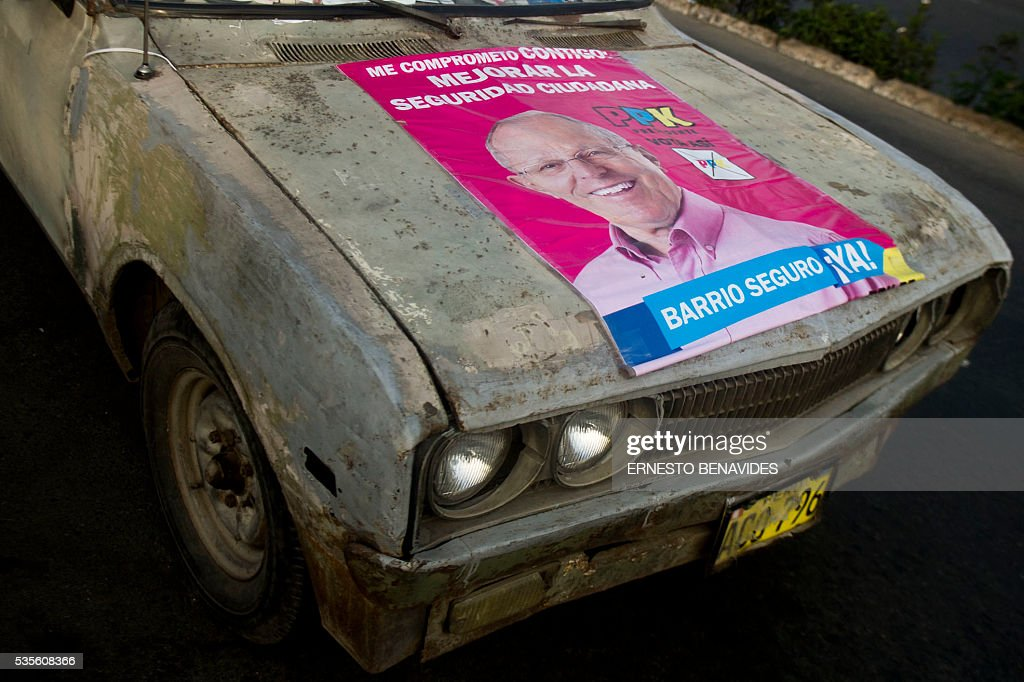 A car with a poster of Peruvian presidential candidate for the 'Peruanos por el Kambio' (Peruvians for change) party Pedro Pablo Kuczynski is seen before a televised debate with Keiko Fujimori of the Fuerza Popular (Popular Strength) party in Lima on May 29, 2016. Fujimori and Kuczynski will compete in Peru's June 5 runoff election. / AFP / ERNESTO