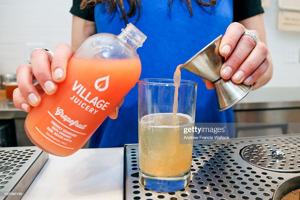 TORONTO ON MAY 5 Cara Cupola owner of The Village Juicery mixes one of the stores drinks May 5 2016 For weekly newbusiness profile Now Open