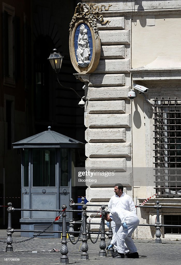 Carabinieri forensics officers work outside the Chigi Palace following a shooting in Rome, Italy, on Sunday, April 28, 2013. Two Italian police officers were shot outside the prime minister's office in Rome today by a lone gunman while the country's new premier, Enrico Letta, was being sworn in across town, police said. Photographer: Alessia Pierdomenico/Bloomberg via Getty Images