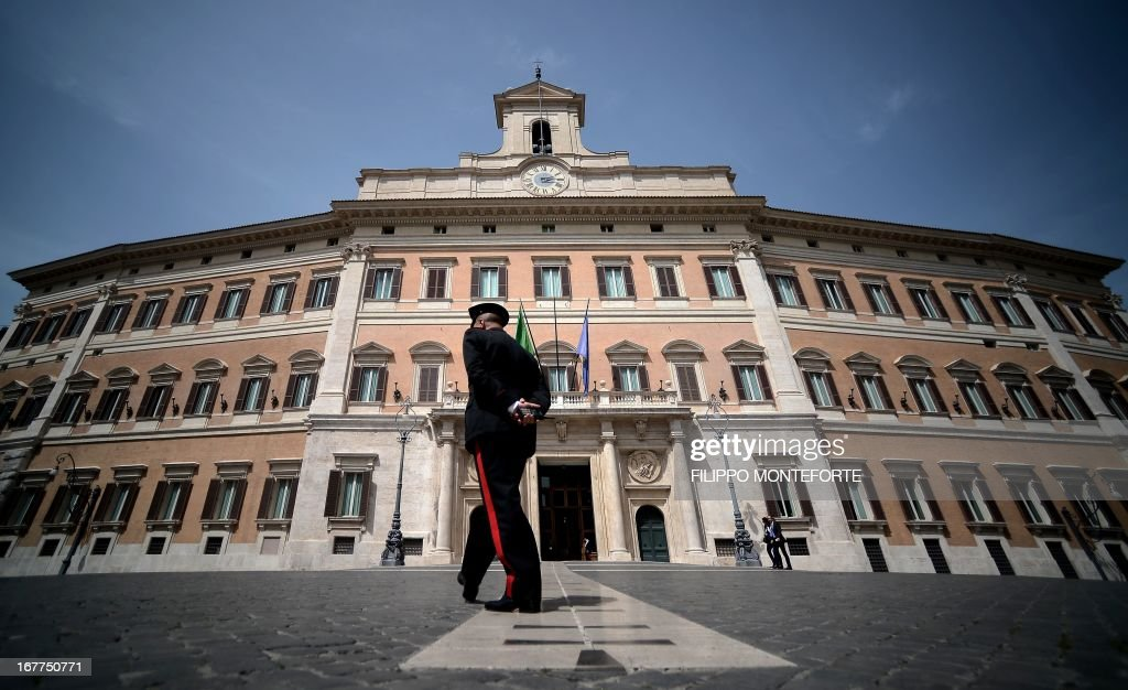 Carabinieri patrol Montecitorio Square at the Parliament in Rome on April 29, 2013 the day after a Carabiniere police officer was shot by an apparently disturbed man outside the Italian Prime minister offices, while the country's new ministers were being sworn in . Italian newly appointed Prime Minister Enrico Letta, a 46-year-old moderate from the centre-left Democratic Party, unveils his coalition government's programme prior to a vote of confidence in the lower house today. AFP PHOTO / FILIPPO MONTEFORTE / AFP / Filippo MONTEFORTE