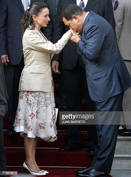 Venezuelan President Hugo Chavez kisses the hand of Colombian Foreign Minister Maria Consuelo Araujo at Miraflores Palace in Caracas 15 August 2006...