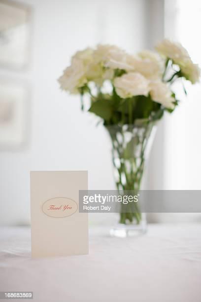 Carte et bouquet de roses blanches