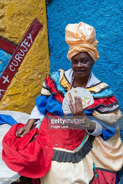 Card reading woman during Sunday afternoon rumba at Callejon de Hamel.