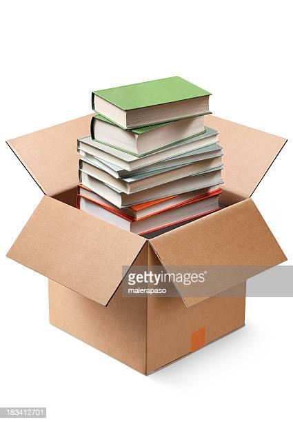 Boîte en carton avec des livres