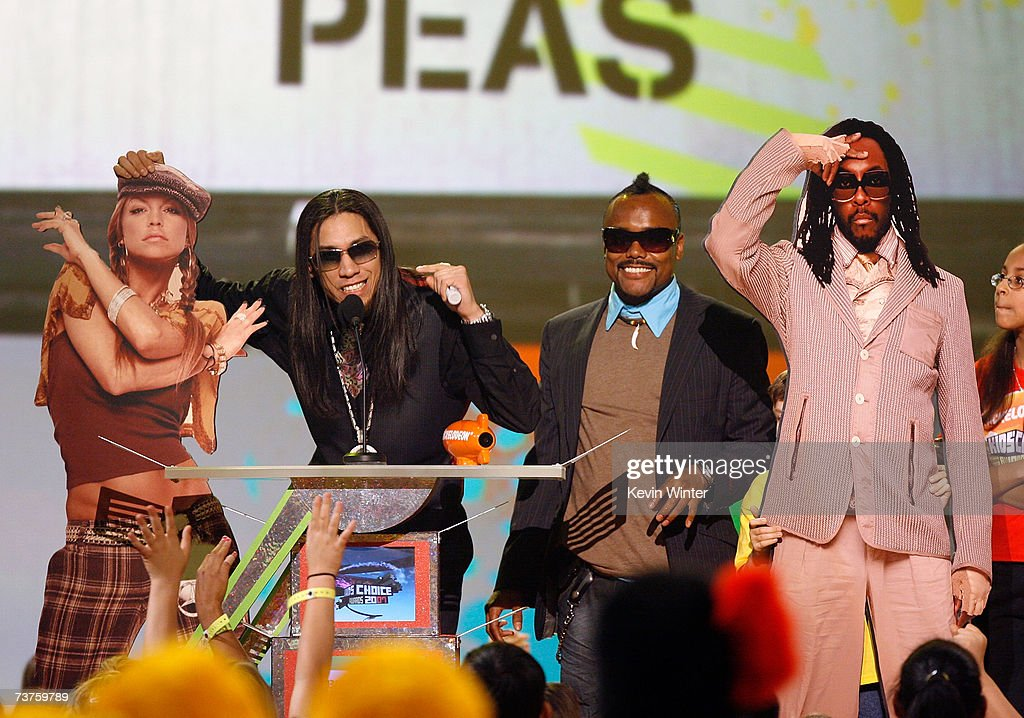 A cardboard cut out Fergie Taboo william and a cardboard cut out of apldeap from the band The Black Eyed Peas accept the 'Favorite Music Group' award...