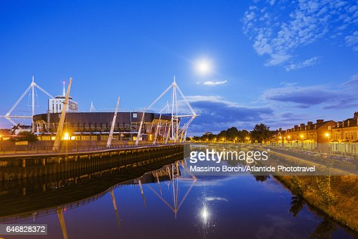 Cardiff City Centre, the Millennium Stadium and the river Taff : Stock-Foto