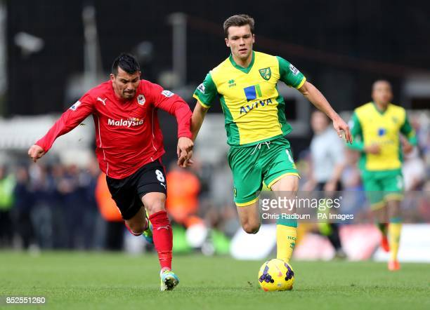 Cardiff City's Gary Medel and Norwich City's Jonathan Howson battle for the ball