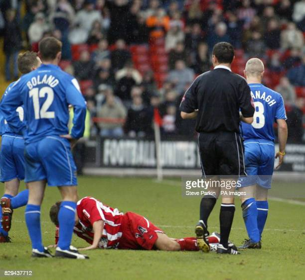 Cardiff City's skipper Graham Kavanagh is sent off following a late sliding tackle on Sheffield United's Jon Harley THIS PICTURE CAN ONLY BE USED...