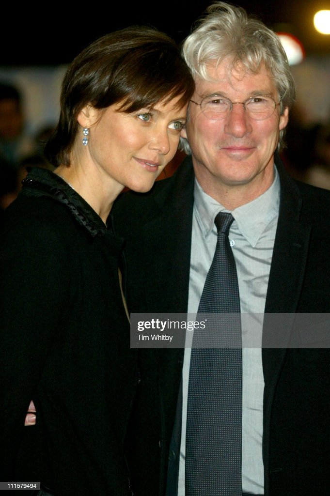 Carey Lowell and Richard Gere during 'Shall We Dance' London Premiere Arrivals at Odeon West End in London Great Britain