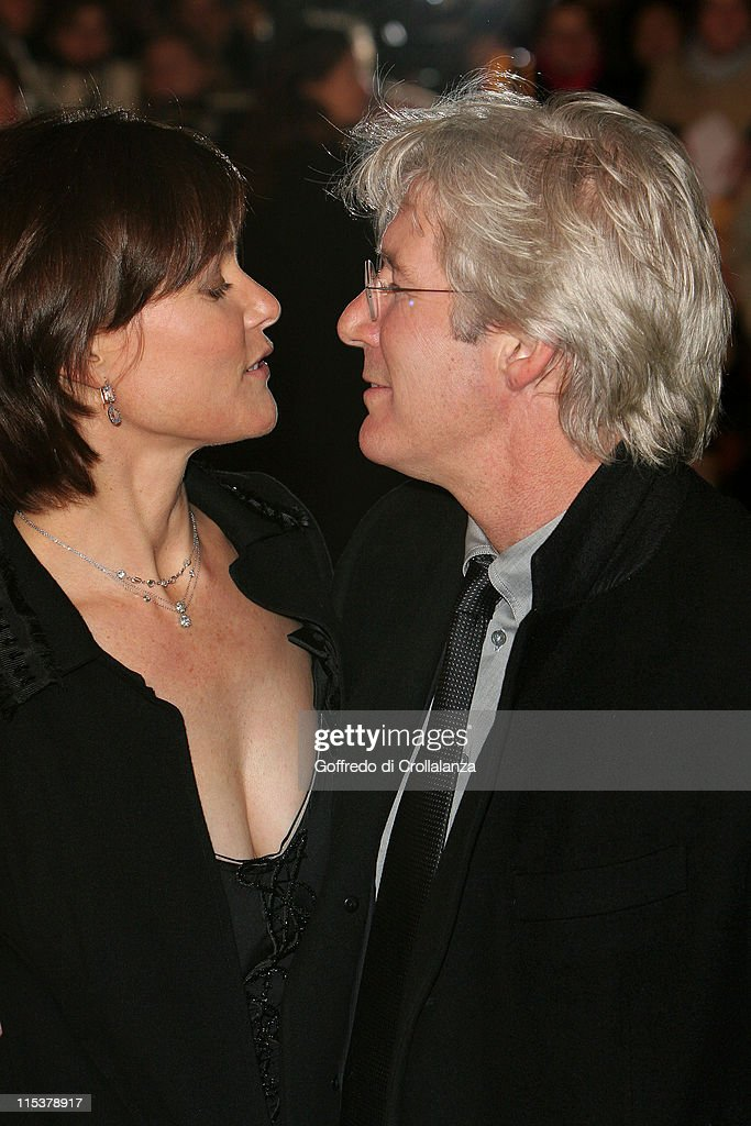 Carey Lowell and Richard Gere during 'Shall We Dance' London Premiere Arrivals at Odeon West End in London United Kingdom