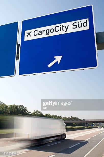 Cargo City Süd-Schild auf Deutsche Autobahn