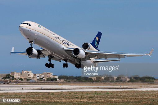 Cargo MD-11F (DC-10 variant) on take off : Stock Photo