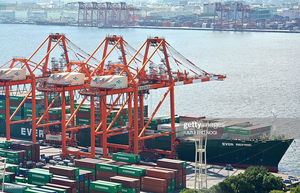 A cargo ship lands alongside a container wharf in Tokyo port on October 8, 2013. Japan's current account surplus was a sharply lower-than-expected 161.5 billion yen ($1.67 billion) in August.