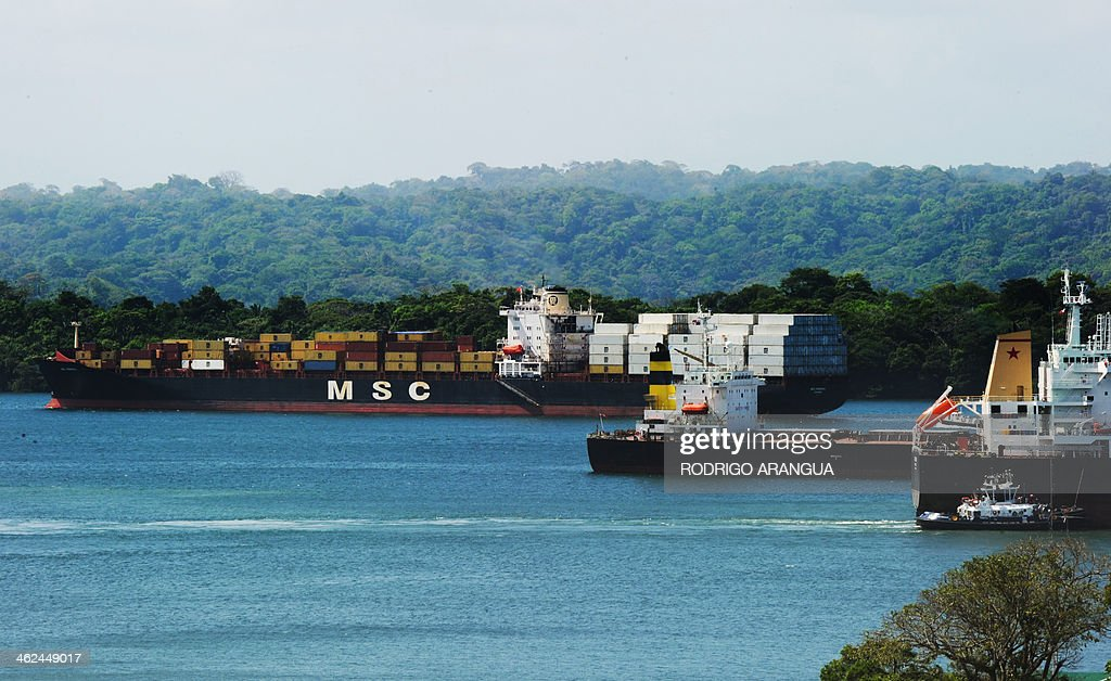 Cargo ships sail next to Gatun locks, waiting for their turn to reach the Atlantic Ocean, at the Panama Canal, on January 12, 2014. The Grupo Unidos por el Canal (GUPC) consortium led by Spanish builder Sacyr --which includes Italian, Belgian and Panamanian companies-- has threatened to suspend the expansion work by January 20 unless Panama pays for $1.6 billion in 'unforeseen' costs. The Panama Canal Authority proposed the creation of a special $283 million fund to ensure the work continues, but the companies asked for a larger contribution from the Panamanians. AFP PHOTO / Rodrigo ARANGUA