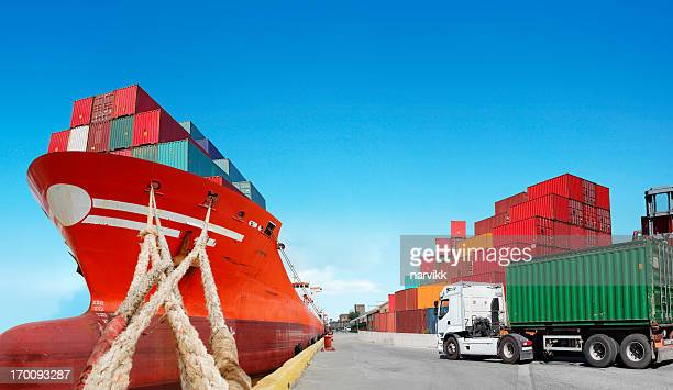 Cargoship and truck with cargo container