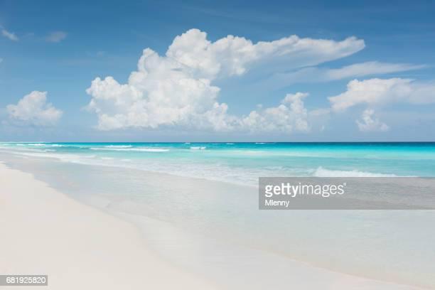 Caribe de sus sueños en la playa de Cancún, México