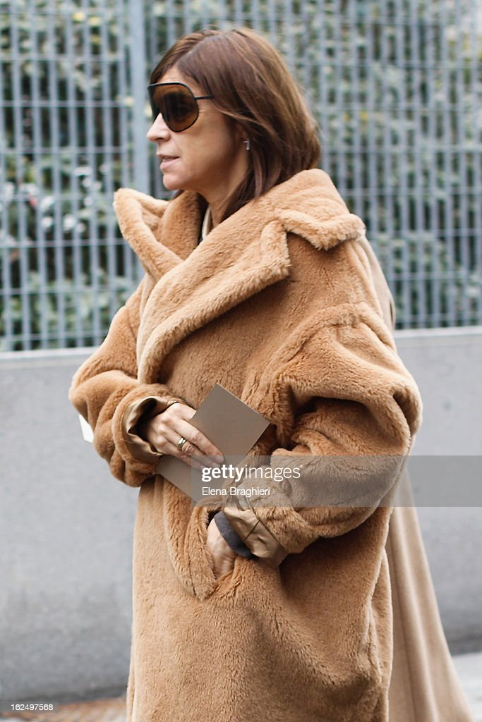 <a gi-track='captionPersonalityLinkClicked' href=/galleries/search?phrase=Carine+Roitfeld&family=editorial&specificpeople=240177 ng-click='$event.stopPropagation()'>Carine Roitfeld</a> attends the Milan Fashion Week Womenswear Fall/Winter 2013/14 on February 23, 2013 in Milan, Italy.