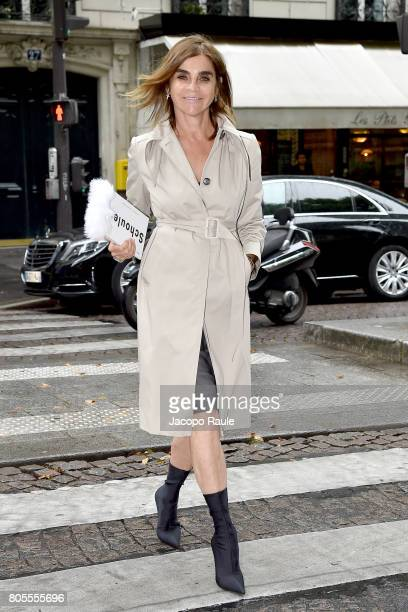 Carine Roitfeld is seen arrivng at Proenza Schouler fashion show during Paris Fashion Week Haute Couture Fall/Winter 20172018 on July 2 2017 in Paris...