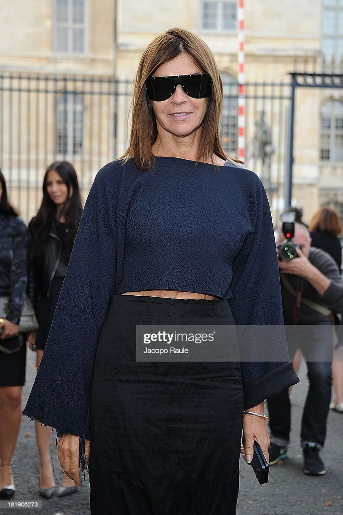 <a gi-track='captionPersonalityLinkClicked' href=/galleries/search?phrase=Carine+Roitfeld&family=editorial&specificpeople=240177 ng-click='$event.stopPropagation()'>Carine Roitfeld</a> leaves the Balenciaga fashion show during Paris Fashion Week - Womenswear SS14 - Day 3 on September 26, 2013 in Paris, France.