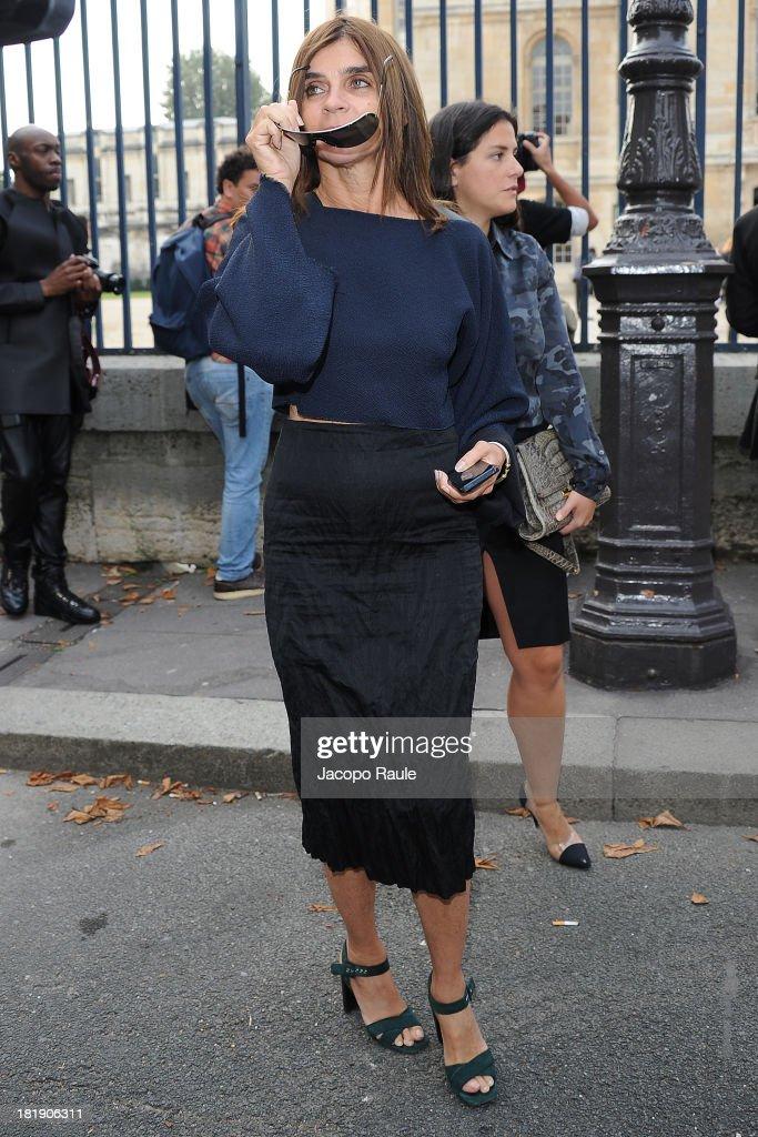Carine Roitfeld leaves the Balenciaga fashion show during Paris Fashion Week - Womenswear SS14 - Day 3 on September 26, 2013 in Paris, France.