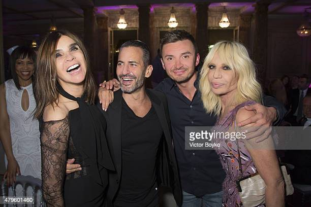 Carine Roitfeld Marc Jacobs a guest and Donatella Versace attend the amfAR dinner at the Pavillon LeDoyen during the Paris Fashion Week Haute Couture...